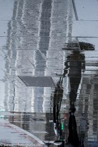 London 01 it's raining